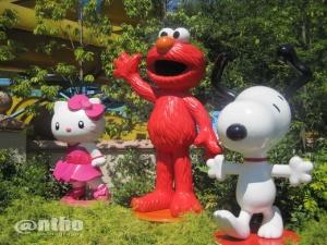 Tambahan karakter Universal dibanding USS. Ada Hello Kitty & Snoopy