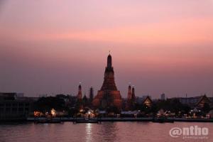 Wat Arun & Pinkish Sky