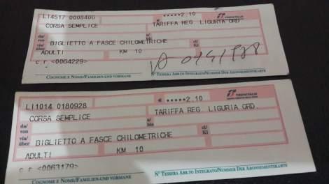 Perbedaan tiket yang divalidasi manual & tidak